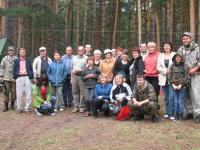Семинар по археологии у п. Седова заимка, групповое фото сотрудников НПЦ. 2011.