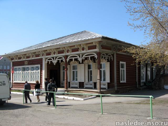 Одноэтажный деревянный дом (г. Куйбышев, ул.Коммунистическая, 64). Нач. ХХ в.
